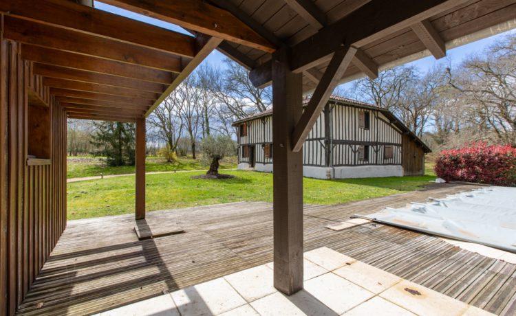 Maison typique landaise sur parc boisé 1